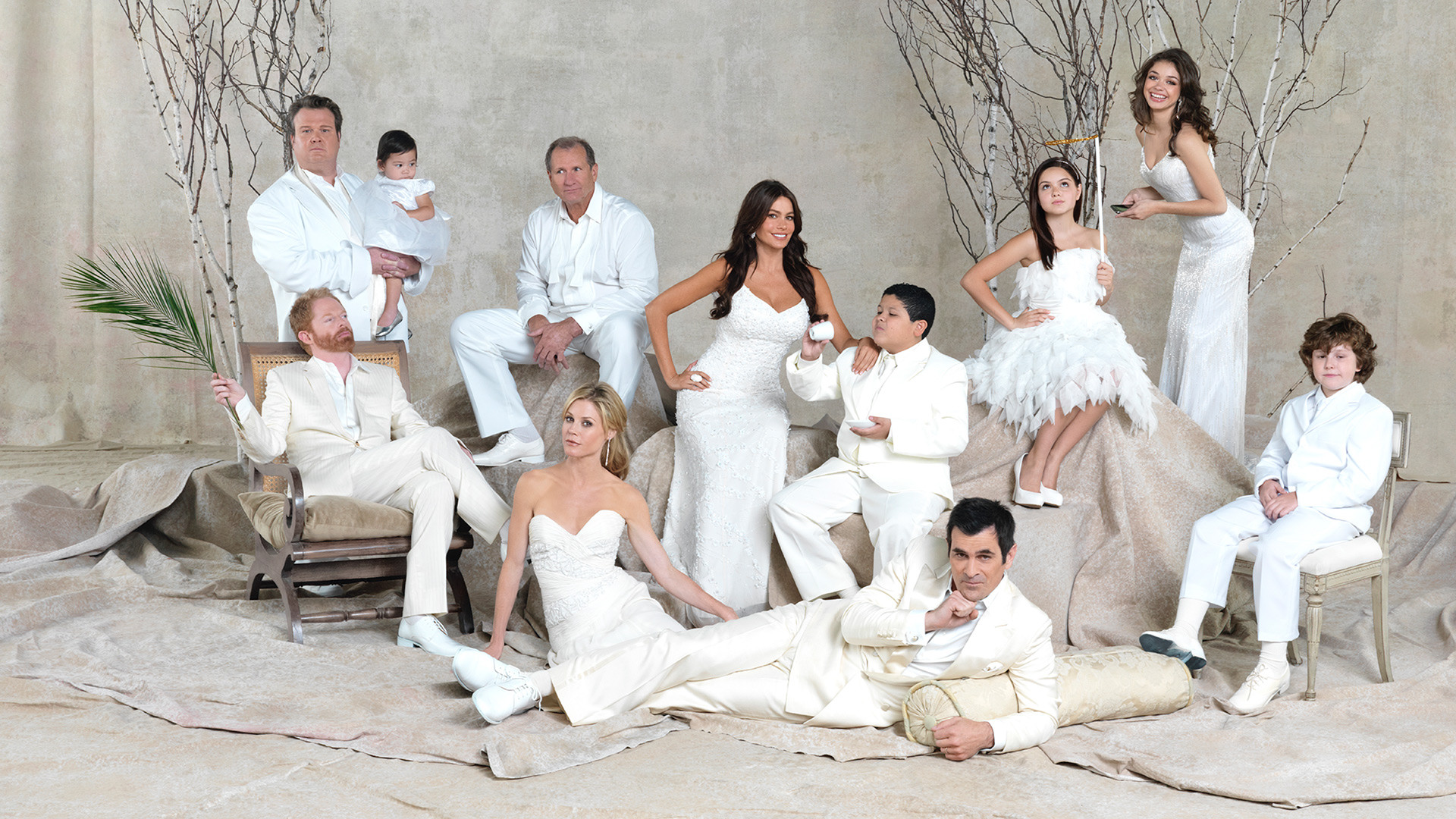 Modern Family Episode Guide, Show Summary and Schedule: Track your ...
