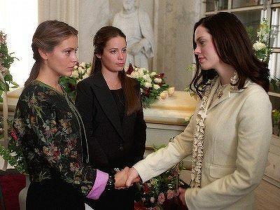 Charmed (S04E20): Long Live the Queen Summary - Season 4